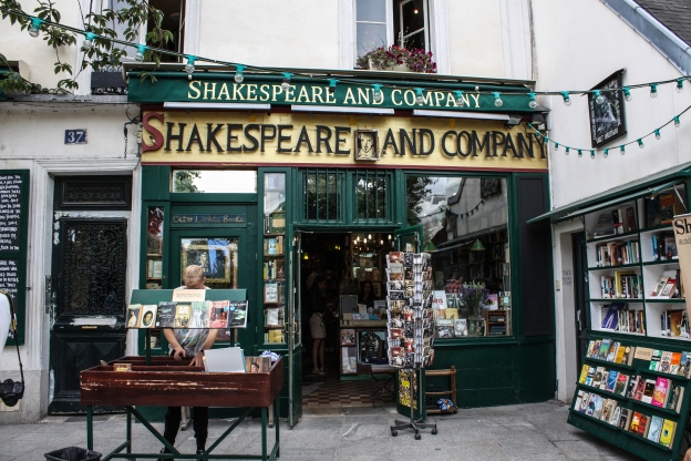 Shakespeare_and_Company_bookstore%2C_Paris_13_August_2013.jpg